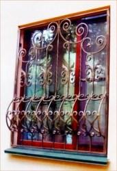 Оконные решетки от компании Кузницы Урала. Изготовление и монтаж кованых и сварных оконных решеток.