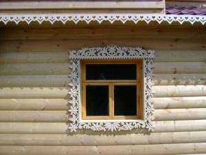 Резьба по дереву, наличники на окна и двери, резные полочки, фасады.