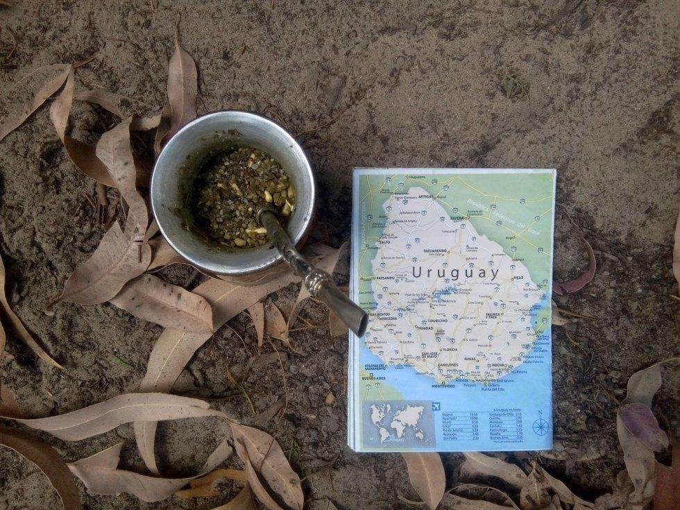 Maté et carte en Uruguay à Colonia