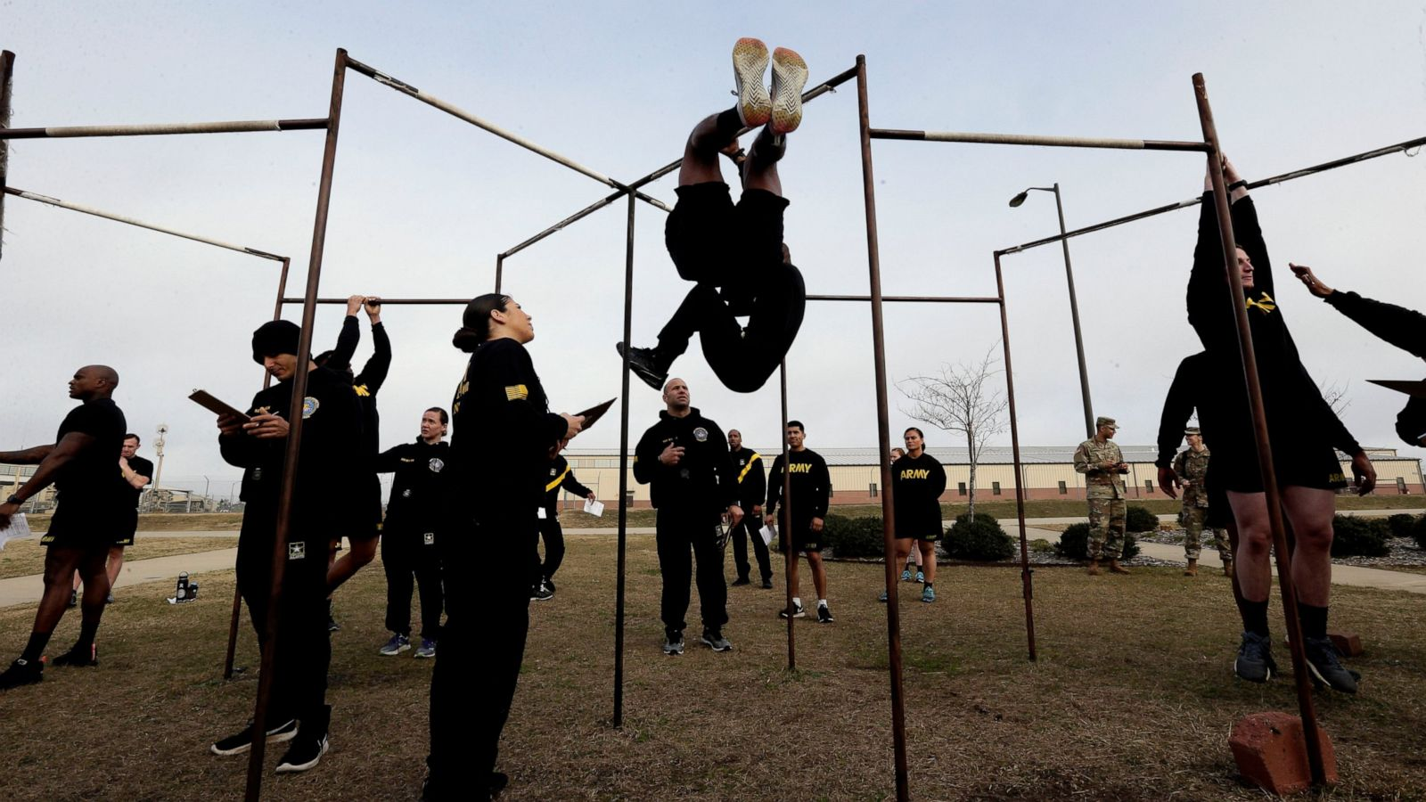 Army revamps fitness exam, kicks out leg tuck requirement