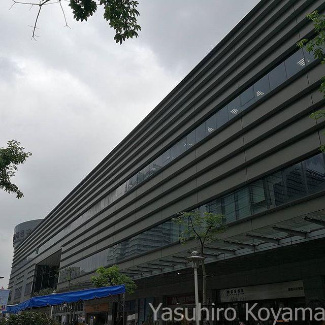 今日も天気悪くて涼しい台北。まずは南港から。