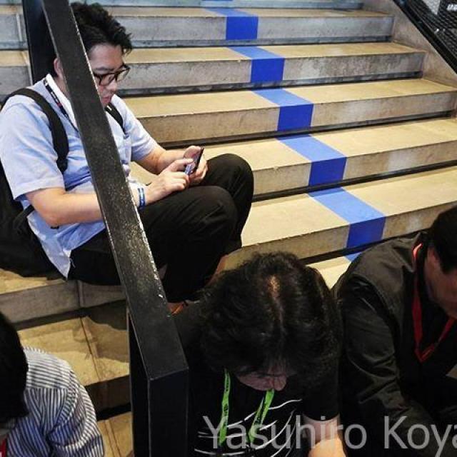 先頭に並ぶ日本人たち