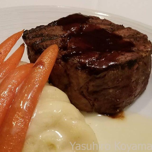 アメリカンなお肉をいただく
