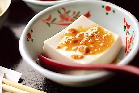 和三盆糖をかけた胡麻豆腐