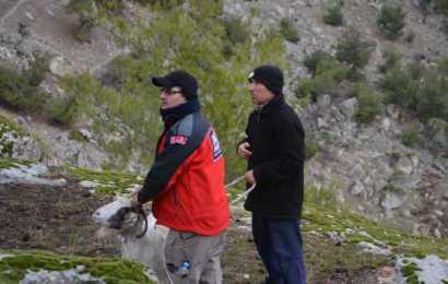 Demirci'de Uçurumda Mahsur Kalan 12 Keçi Kurtarıldı