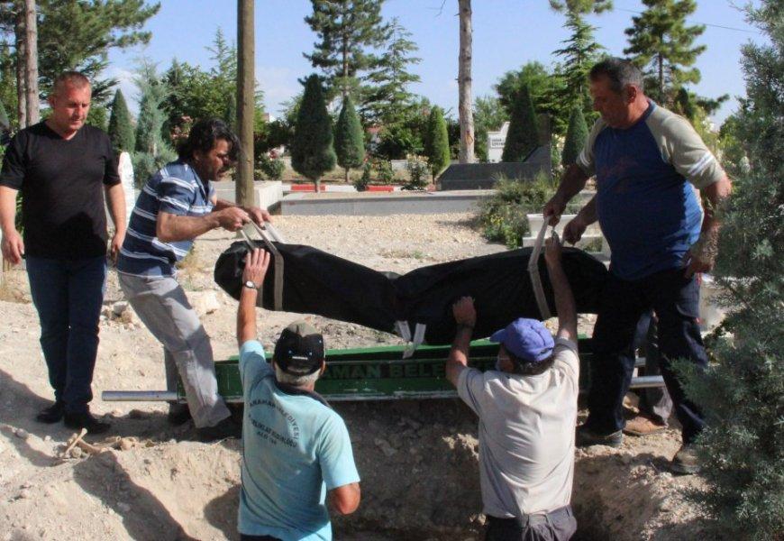 Öldürülen Afgan Çoban kimsesizler mezarlığına defnedildi