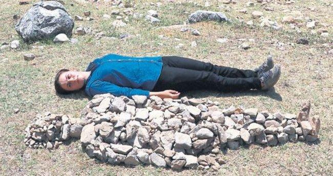 Çoban ressamdan öldürülen kadınlar için heykel