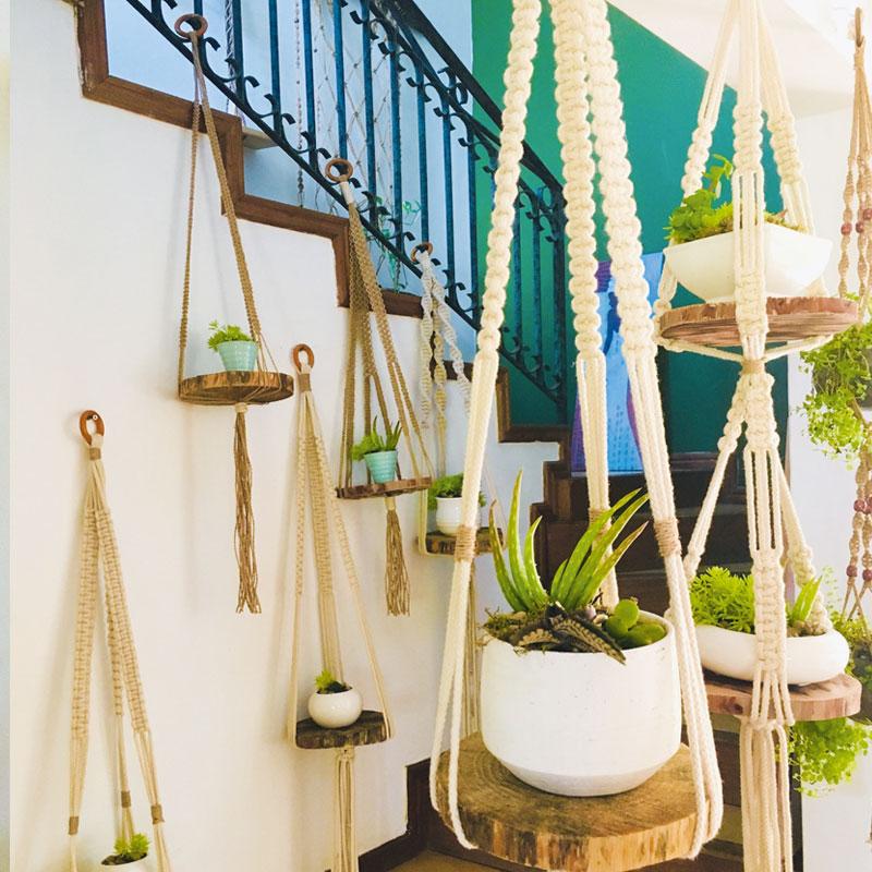 Plant holder (avec bois), Rs 1 500