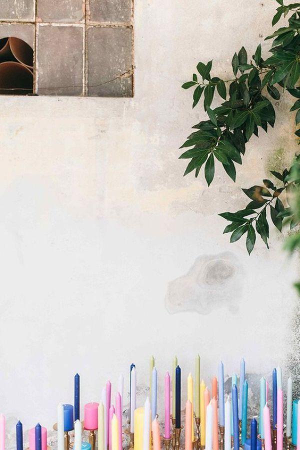 Sustituir los arreglos florales por una decoración creativa