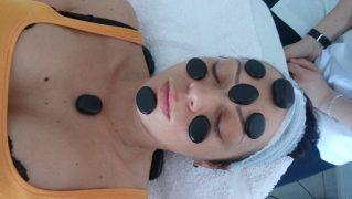 Sa nastave primenjena kozmetologija 2-tretman lica toplim vulkanskim kamenjem