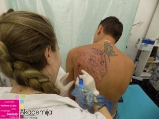 NASTAVA NA KURSU TETOVAŽE – atmosfera sa četvrtog časa na kursu ta tattoo majstora