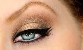 Kako našminkati oči crnom senkom