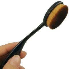 Zašto u svoj make up set dodati i ovalne četkice za šminku?