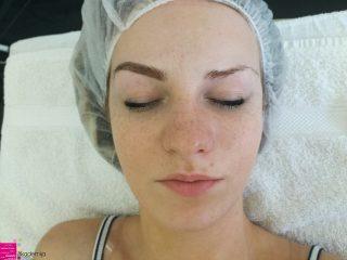 KAKO SE RADI NADOGRADNJA OBRVA? – metoda dlaka na dlaku i dlaka na kožu