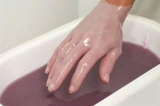 PAKOVANJE RUKU PARAFINOM – duboka hidratacija ruku
