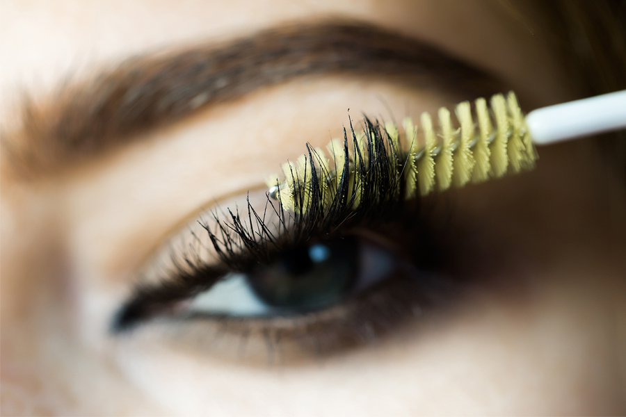 Lashes-brush-spoolie-shutterstock-121416