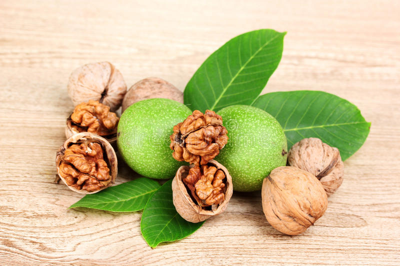 walnuts-leaves-20784490