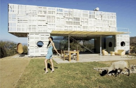 chilean-architects-modern-recycled-eco-house-2