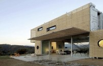 chilean-architects-modern-recycled-eco-house-4