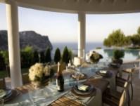 03-luxury-villa-in-a-contemporary-neutral-scheme