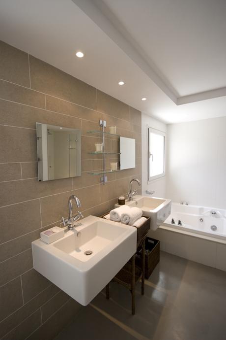 16-luxury-villa-in-a-contemporary-neutral-scheme