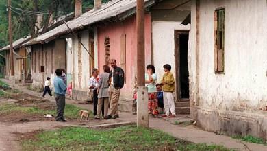 Photo of Alanyi jogon lakást kap a Roma, ha a gyereke iskolába jár. Aki nem roma, az meg elveszíti lakását.