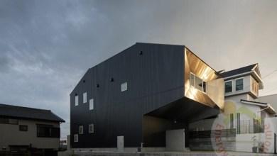 Photo of Szabálytalan alakú fekete doboz rezidencia
