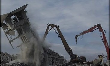 Photo of A bedőlt lakóparkokat porig rombolják az Írek