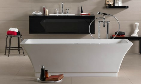 Danelon-Meroni-red-white-and-black-bathroom-with-isolated-tub