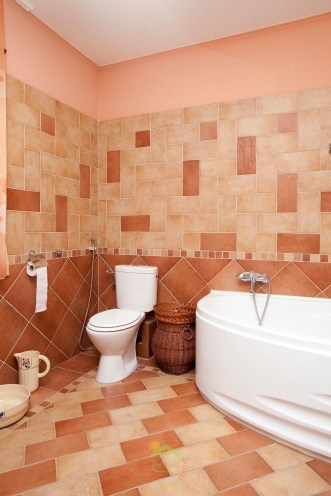 Mediterrán családiház fürdőszoba