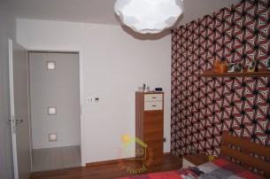 Minimál családiház szobája
