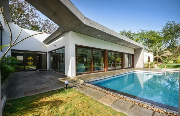 Swimming-Pool-And-House-Details