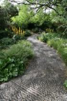 amazing-pebble-garden-paths-2