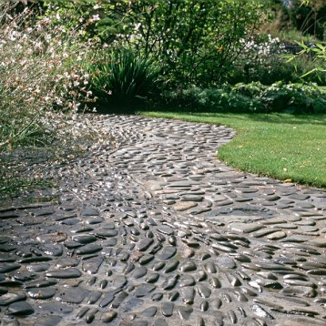 amazing-pebble-garden-paths-30