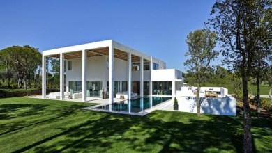Photo of Modern villa különleges portikusszal Portugáliából