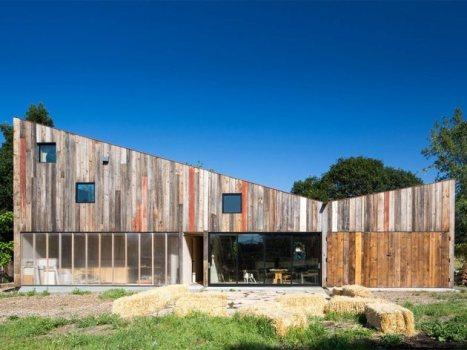new-studio-barn-features-100-year-old-barn-board-siding-8-facade-thumb-630x472-26118