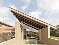 Cantilevered-terrace-Monsoon-retreat