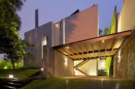 indoor-outdoor-zones-accentuated-vertical-gardens-1-front-thumb-630xauto-44172