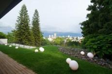 indoor-outdoor-zones-accentuated-vertical-gardens-13-backyard-thumb-630xauto-44198