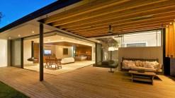 indoor-outdoor-zones-accentuated-vertical-gardens-18-bed-thumb-630xauto-44208