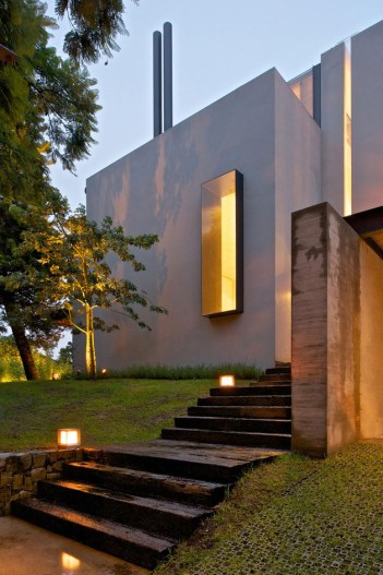 indoor-outdoor-zones-accentuated-vertical-gardens-2-steps-thumb-autox946-44174