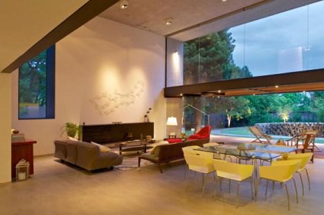 indoor-outdoor-zones-accentuated-vertical-gardens-9-social-thumb-630xauto-44190