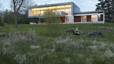 Photo of Folyóra néző ház a természettel körbeölelve