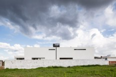 Casa-MCO-white-facade
