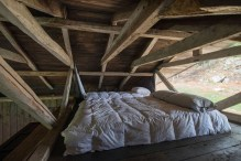 summerhouse-in-Chile-sleeping-area-above-the-kitchen