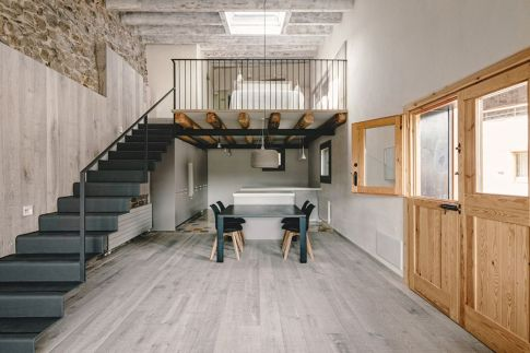 Rustic-house-gets-rehabilitated-in-Spain-metal-staircase