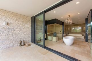 Villa-New-Water-by-Waterstudio.NL-bathroom-spaciousness
