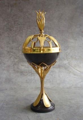 elegant-cutlery-sculpture