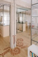 Madrid-apartment-with-no-solid-walls-wood-column