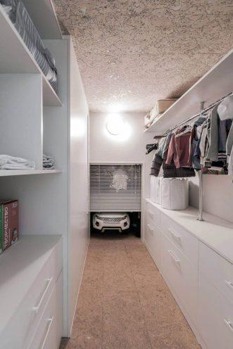 Storage-area-leadnig-to-the-garage